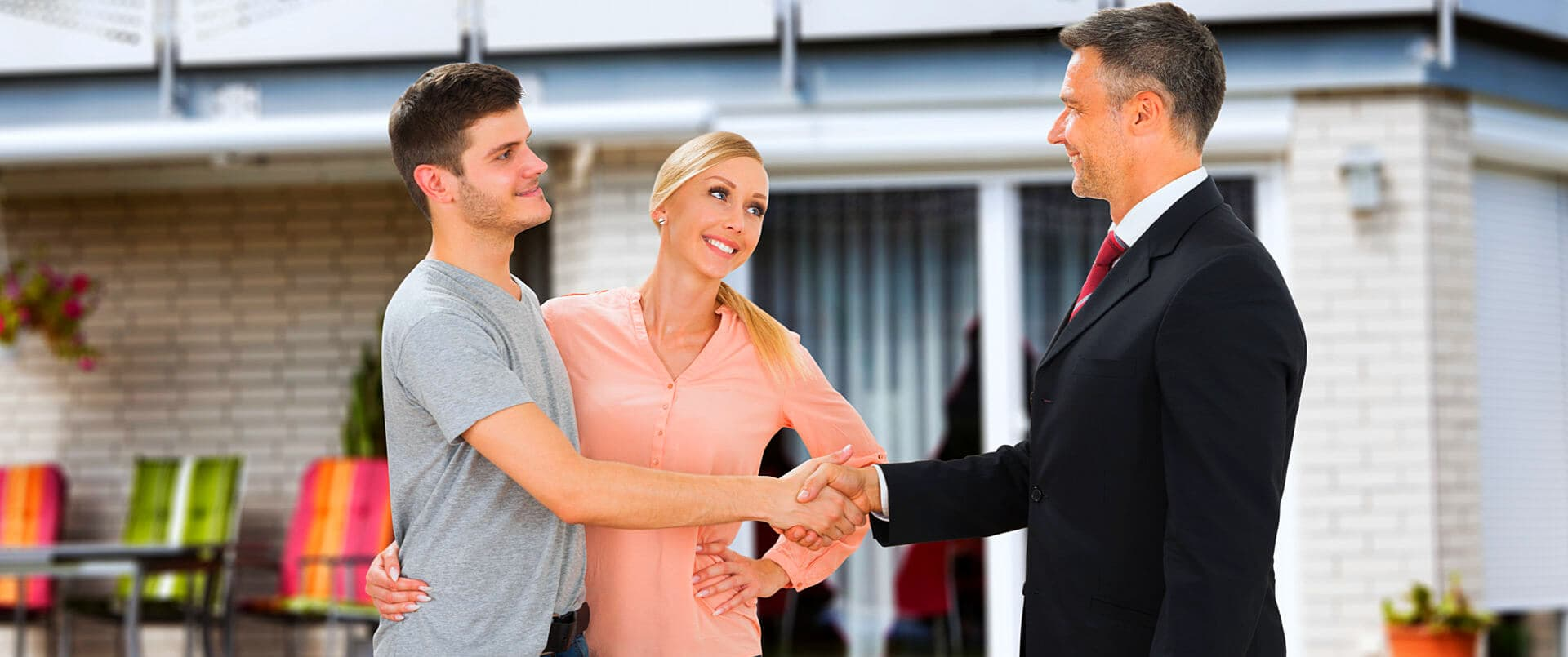 couple talking to a insurance consultant